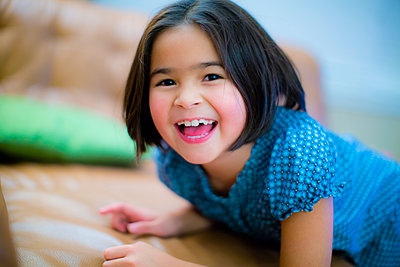 Close up of smiling girl - p555m1305869 by Jed Share/Kaoru Share