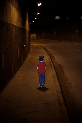 Young boy in a tunnel - p1028m1573865 by Jean Marmeisse