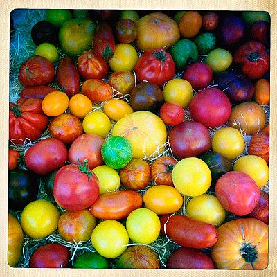 Vielfalt an frischem Obst und Gemüse - p1065m891764 von KNSY Bande