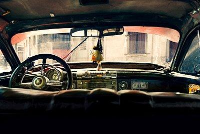 Oldtimer interior  - p1171m1461932 by SimonPuschmann
