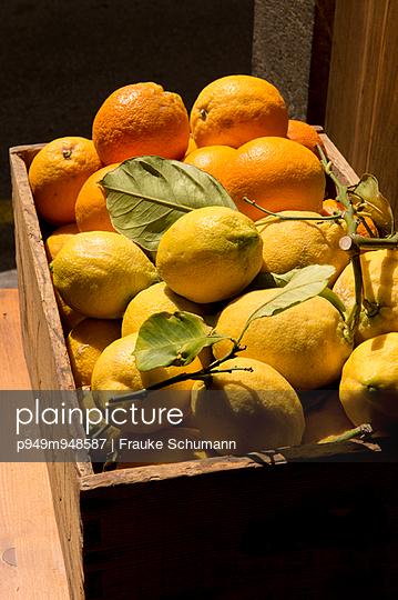 Orangen - p949m948587 von Frauke Schumann
