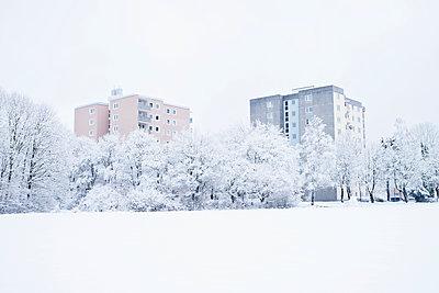 Skyscrapers in winter - p1149m1550400 by Yvonne Röder