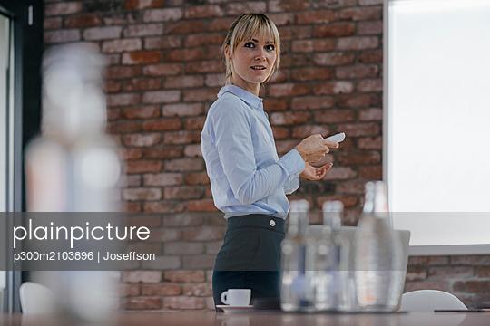 Successful businesswoman holding a presentation - p300m2103896 by Joseffson