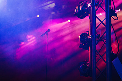 Empty stage - p1507m2172034 by Emma Grann