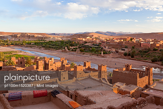High angle view across rooftops of Ait Ben Haddou Ksar, Atlas Mountains, Morocco. - p1100m1520387 by Mint Images