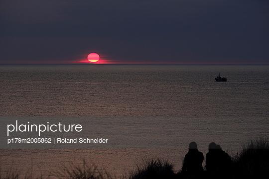 Sonnenuntergang - p179m2005862 von Roland Schneider