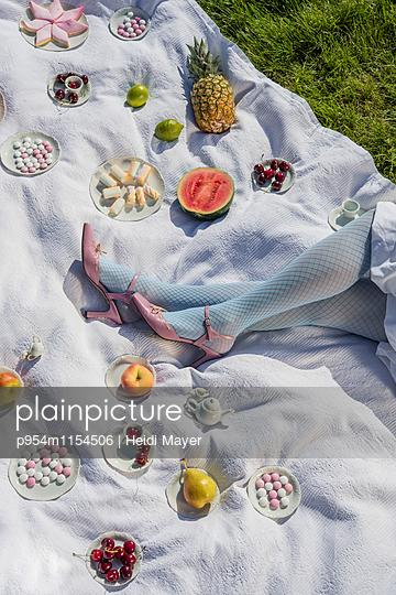 Süßes Picknick - p954m1154506 von Heidi Mayer