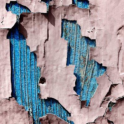 Peeling off paint - p1137m1154987 by Yann Grancher