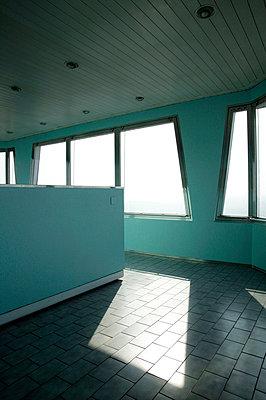 Interieur vom Zizkower Fernsehturm - p3880791 von L.B. Jeffries