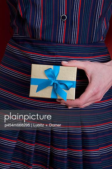 Kleines Geschenk - p454m668295 von Lubitz + Dorner