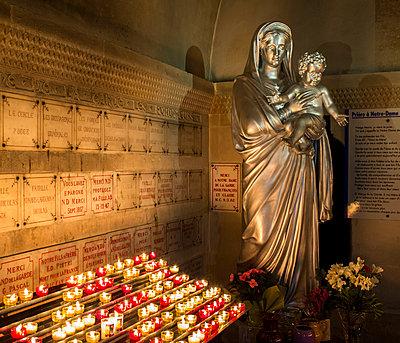 Heiligenfigur - p1113m932882 von Colas Declercq