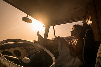 Spain, Tenerife, woman sitting in van at sunset - p300m1505232 by Simona Pilolla
