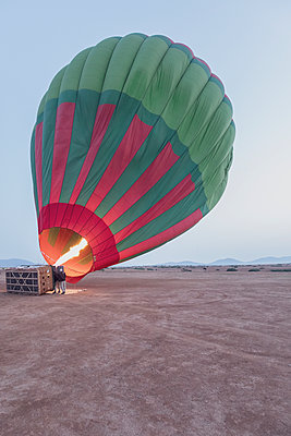 Morocco, Taza Province, air balloon being filled with heated air - p300m2030039 von Michael Malorny