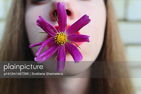 The girl holds the teeth in flower - p1412m1467296 by Svetlana Shemeleva