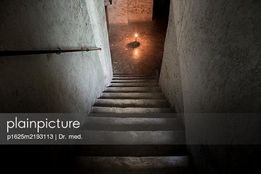 Im Keller - p1625m2193113 von Dr. med.