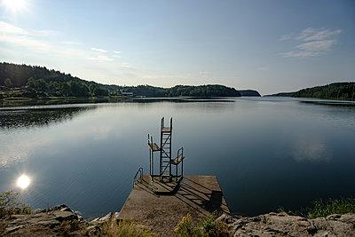 Sprungturm in einem Fjord an der Ostsee - p1463m2296419 von Wolfgang Simlinger