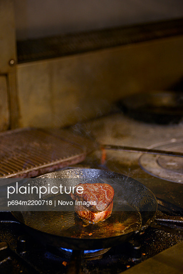 Filet Steak cooking in Pan - p694m2200718 by Novo Images