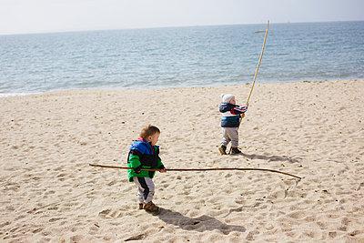 Spielen am Strand - p1357m1286435 von Amadeus Waldner