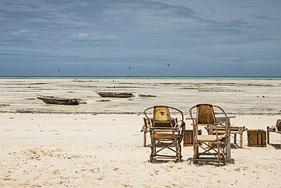 Seat on the beach - p930m1541611 by Ignatio Bravo