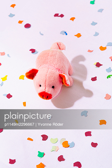 Lucky pig and confetti - p1149m2296667 by Yvonne Röder