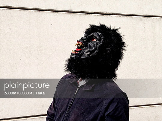 Germany, Berlin, man with gorilla mask - p300m1009336f by TeKa photography