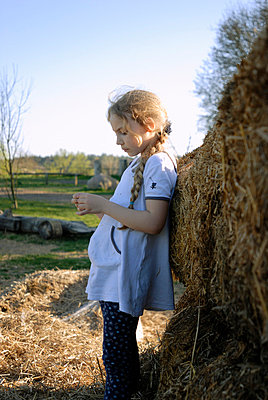 Leaning on the haystack - p1780790 by owi