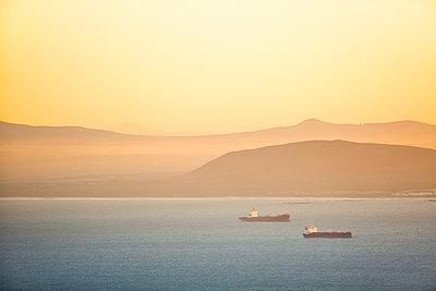 Africa, South Africa, Cape Town, shoreline, ships - p300m1587814 von zerocreatives