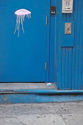 Qualle gezeichnet Kunst auf die Waende in Manhattan - p627m1035682 von Amelie Losier