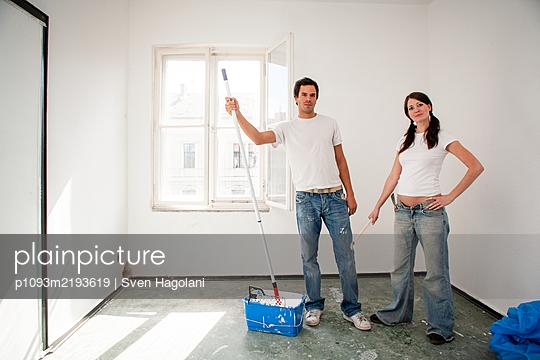 Young couple renovates a flat - p1093m2193619 by Sven Hagolani