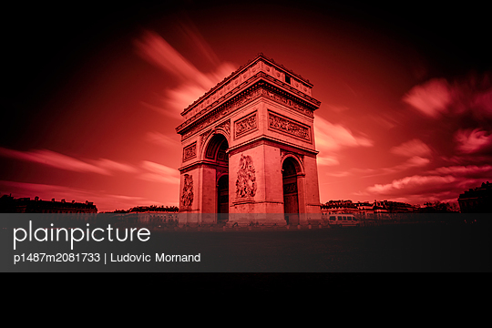 Infrared Arc-de-Triomphe monument - p1487m2081733 by Ludovic Mornand