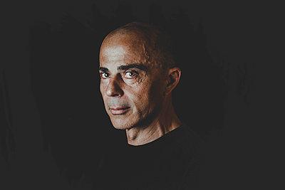 Portrait of a bald man - p445m1527831 by Marie Docher