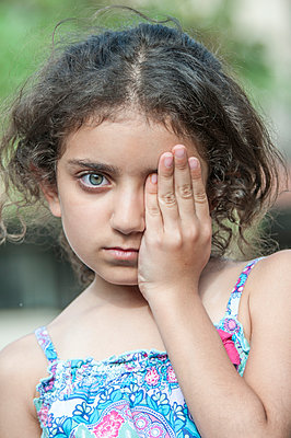 Little girl hand over eye - p794m972907 by Mohamad Itani