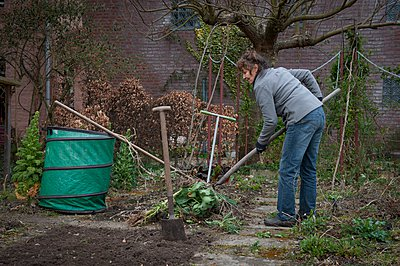 Woman working in the garden - p896m959559 by Sabine Joosten