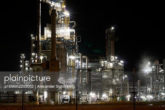Refinery by night - p1696m2293052 by Alexander Schönberg
