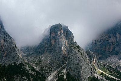 Wolkenverhangene Berge II - p1357m1475222 von Amadeus Waldner