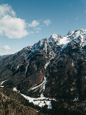 Mountain Range in Kranjska Gora on a beautiful day - p1455m2077118 by Ingmar Wein