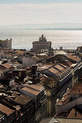 Portugal, Lisbon, cityscape as seen from Elevador de Santa Justa - p300m1416581 by Thomas Haupt