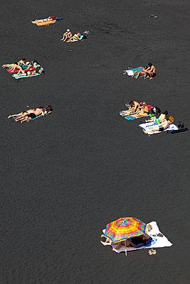 Schwarzer Strand - p4880412 von Bias