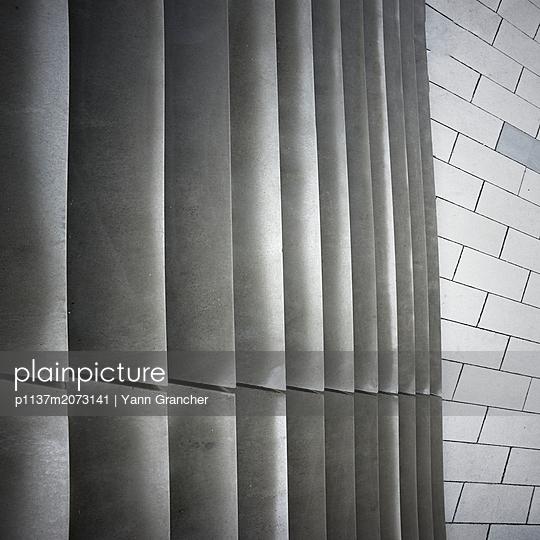 Stufen der Kindarena - p1137m2073141 von Yann Grancher