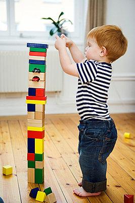 A child playing Sweden. - p31219989f by Plattform