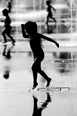 Water games - p977m955831 by Sandrine Pic