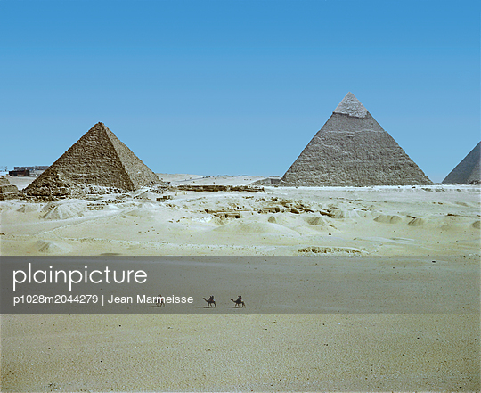 3 camels, Giza, Egypt - p1028m2044279 by Jean Marmeisse