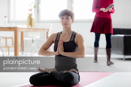 Yoga - p1212m1123422 von harry + lidy
