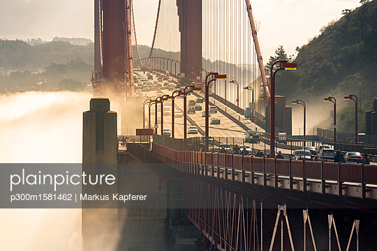 USA, California, San Francisco, Golden Gate Bridge and fog - p300m1581462 von Markus Kapferer