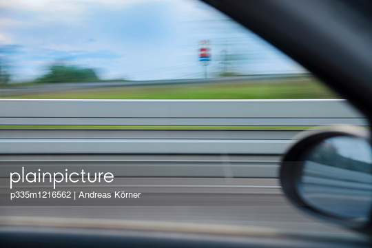 Car on the move - p335m1216562 by Andreas Körner