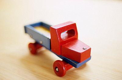 Kleines Holzauto - p3050085 von Dirk Morla
