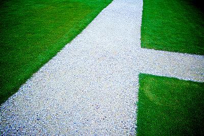 Garden path - p813m912222 by B.Jaubert