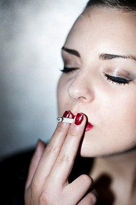 Zigarette - p8300096 von Schoo Flemming