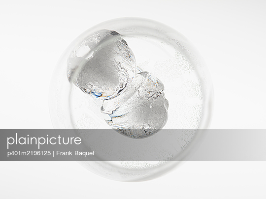 Glass with ice cubes - p401m2196125 by Frank Baquet