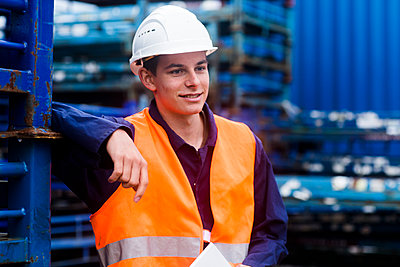 worker young male standing - p1166m2147614 by Cavan Images